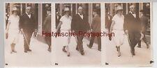 (F12998) Orig. Foto 3er Serienbild, Personen spazieren a.d. Stadt-Straße 1927