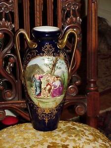 Royal-Vienna-porcelain-Hand-painted-Cabinet-Vase-Double-Handle-Cobalt-Scenic-14-034