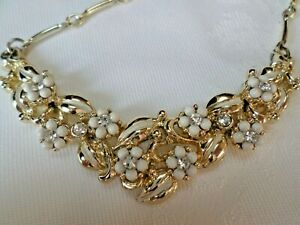 Vintage-necklace-Gold-tone-metal-glass-Rhinestone-amp-white-beads
