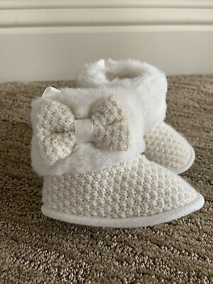 Infant girl boots size 6-12 Months