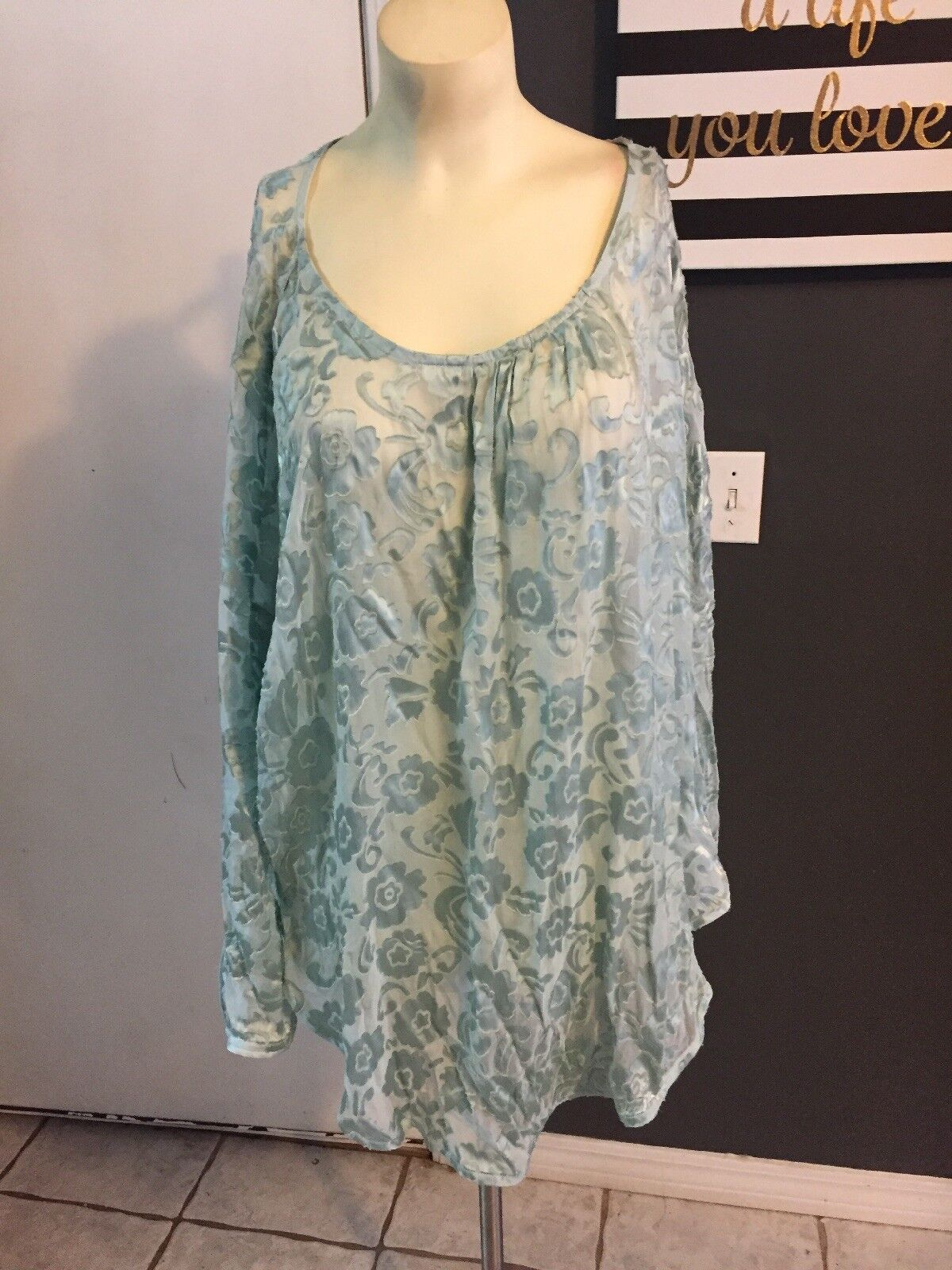 Calypso Light Grün Semi Sheer Blouse Cover Up Silk Blend Größe M OverGrößed