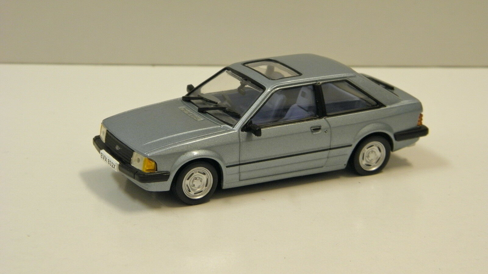 1 43 1981 Ford Escort Mk3 GL (Artic bluee) Vitesse 24832R