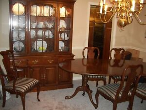 Details about Davis Cabinet Dining Room Set-Table-3 Leaves-6 Chairs-China  Cabinet-Table Pads