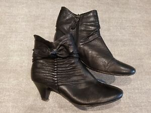 Clarks-size-4-5-D-black-leather-side-zip-bow-detail-ankle-boots-heels