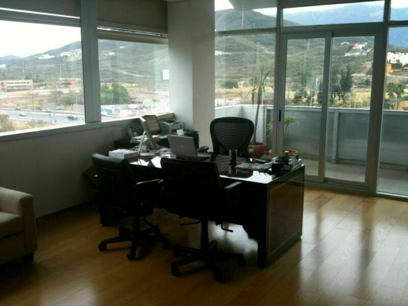 Oficina en Venta o Renta en Paseo La Rioja, Carretera Nacional, Monterrey.-7807