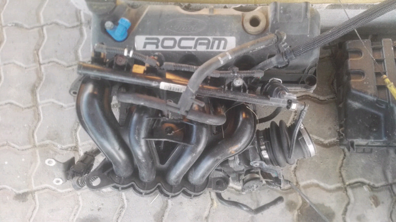 ROCAM FORD BANTAM 1.3 INTAKE WITH  INJECTORS AND RAIL AND THROTTLE BOD