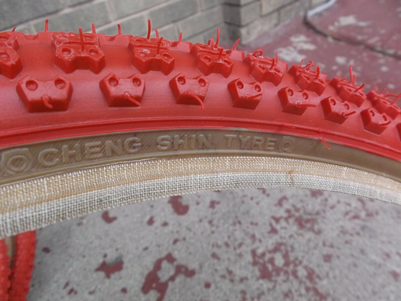 Red skinwall Comp III 20x1.75 2.125 pair fits GT JMC old school BMX
