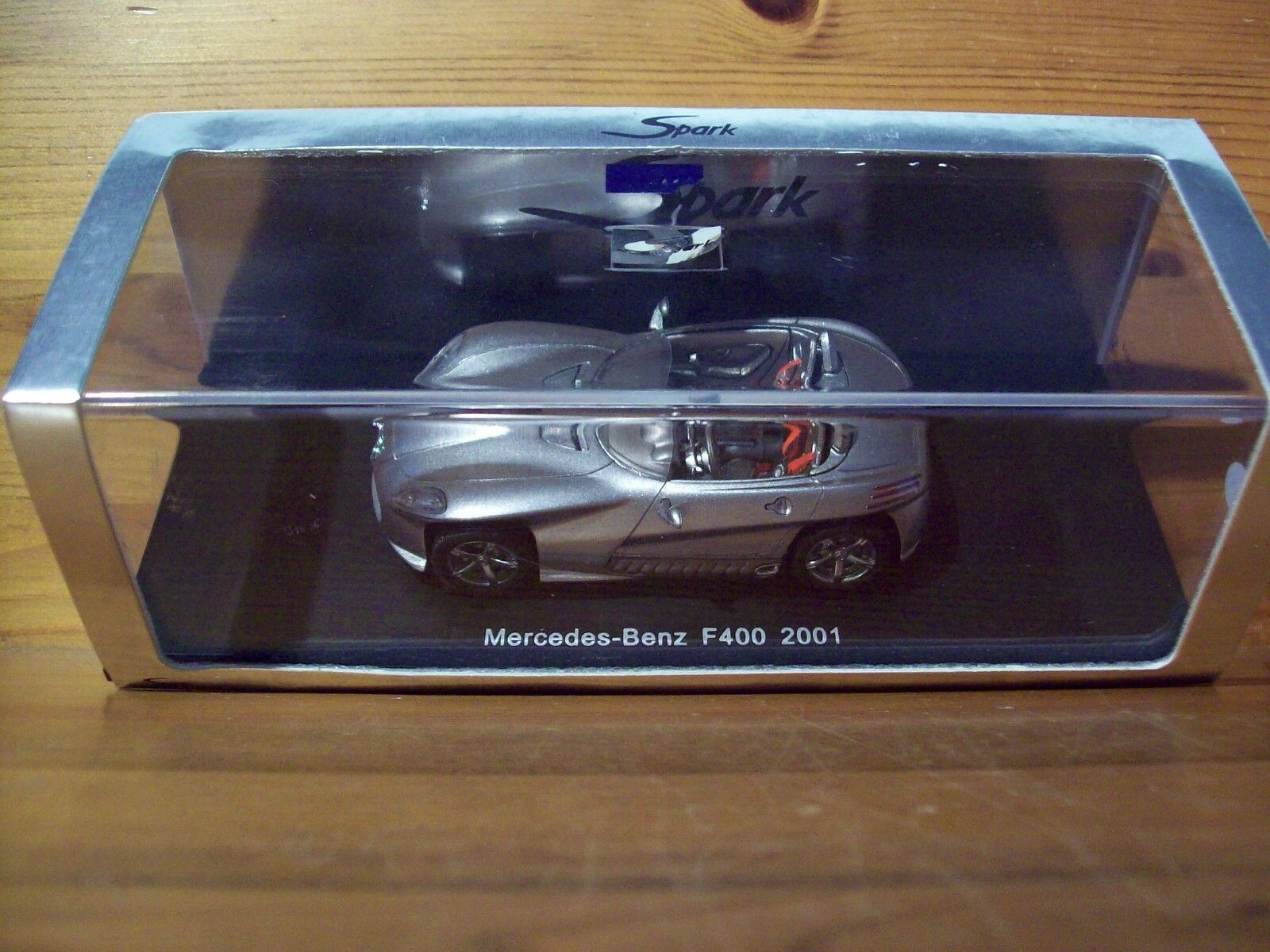 1 43 SPARK S1014 MERCEDES-BENZ F400 2001