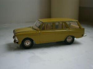 VINTAGE-SOVIETICO-URSS-MOSKVICH-427-auto-scala-modello-1-43-Russo-da-collezione-in-metallo