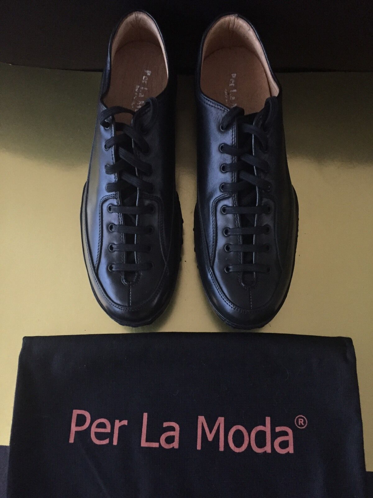 Gentlemen/Ladies Per La Moda Black Sneakers NWOT Cheap real Personalization trend