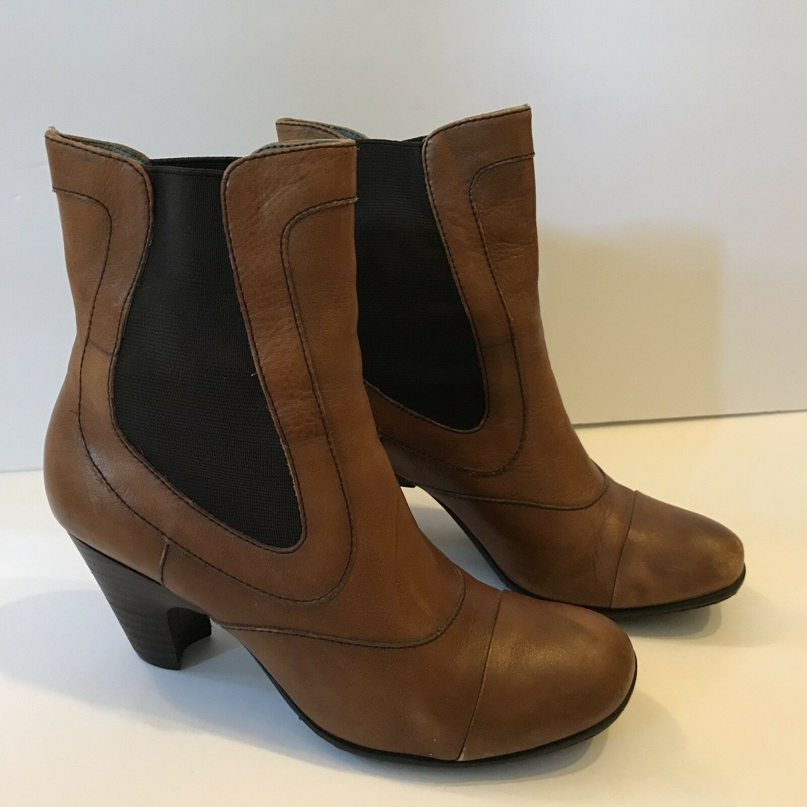 BORN Brown Leather Ankle Boots Cap Toe Women's Size 7.5