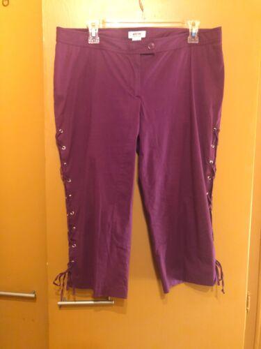 Moschino Capri Pants