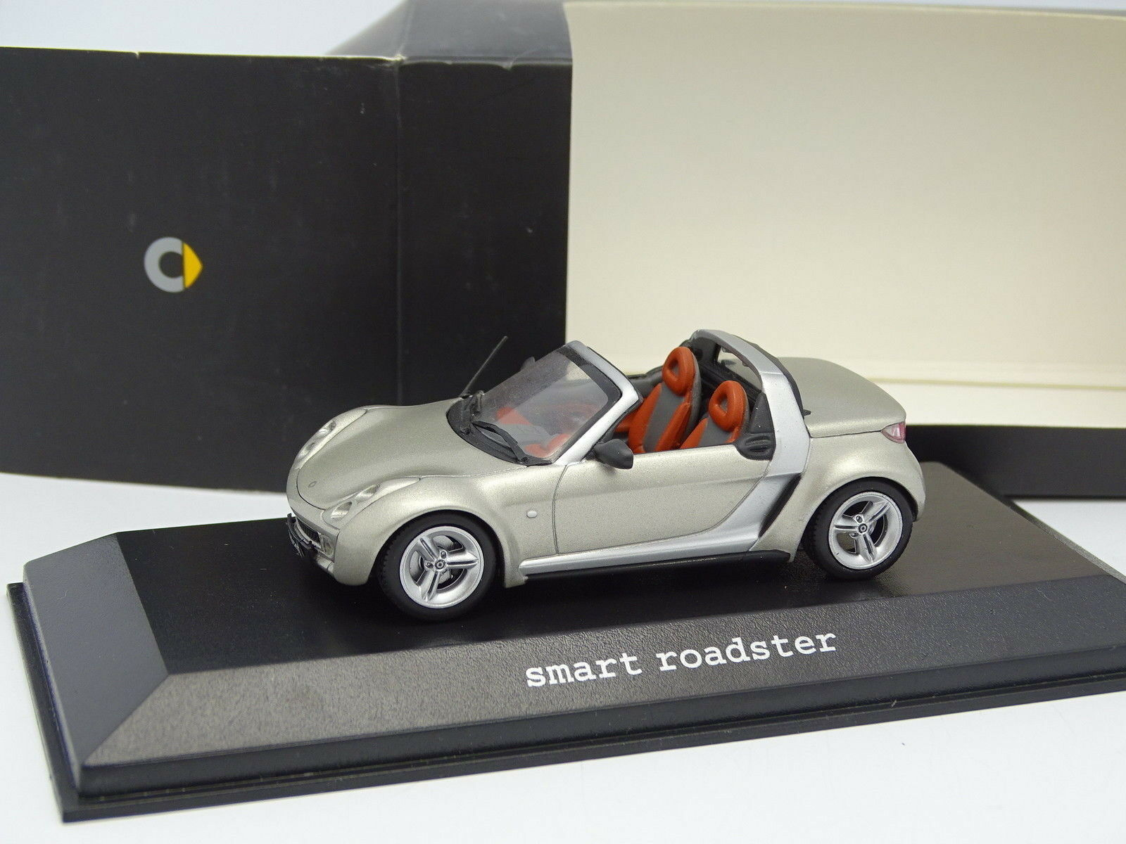 Minichamps 1 43 - smart roadster champagne