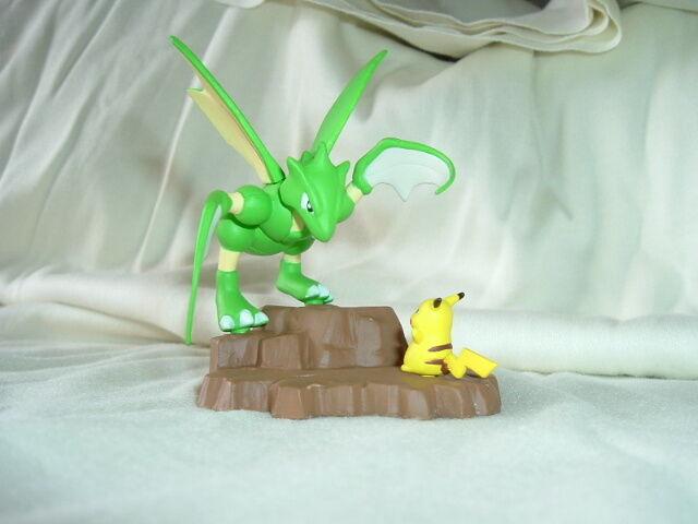 Pokemon Pikachu Vs Scyther Action Figure Ceramic Diorama Licensed Japan
