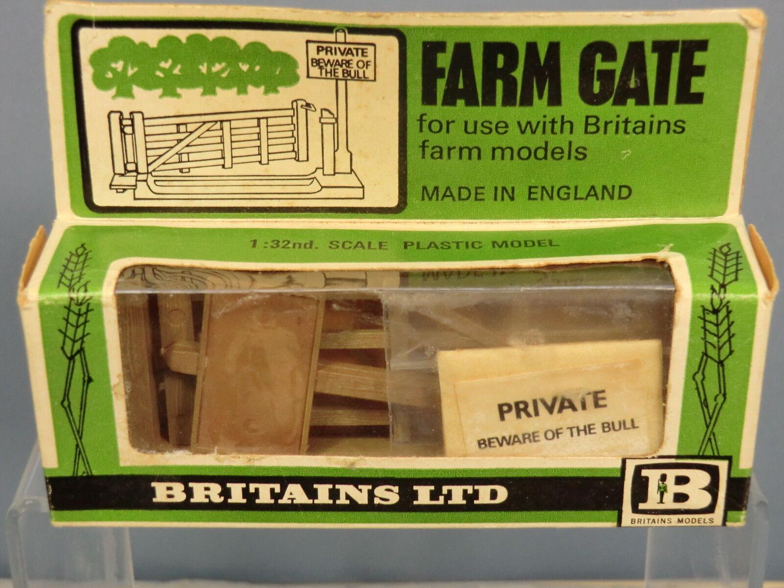 VINTAGE BRITAINS MODEL  No.1731 FARM GATE &  BEWARE OF THE BULL  SIGN POST MIB