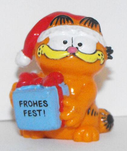 Christmas Garfield Holding Gift Figurine GARF050