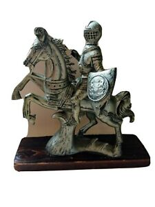Vintage-Medieval-Knight-Armor-on-Horse-Resin-Sculpture-Statue-Wooden-Base-Italy