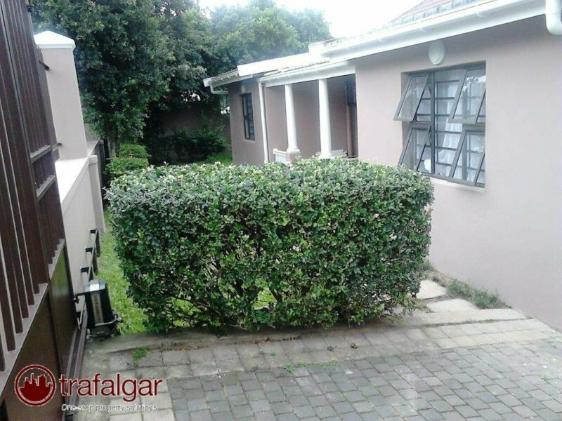 STUDENT LIVING IN MUSGRAVE  AVAILABLE IMMEDIATLY  R3200 FOR SINGLE ROOM R4400 DOUBLE ROOM
