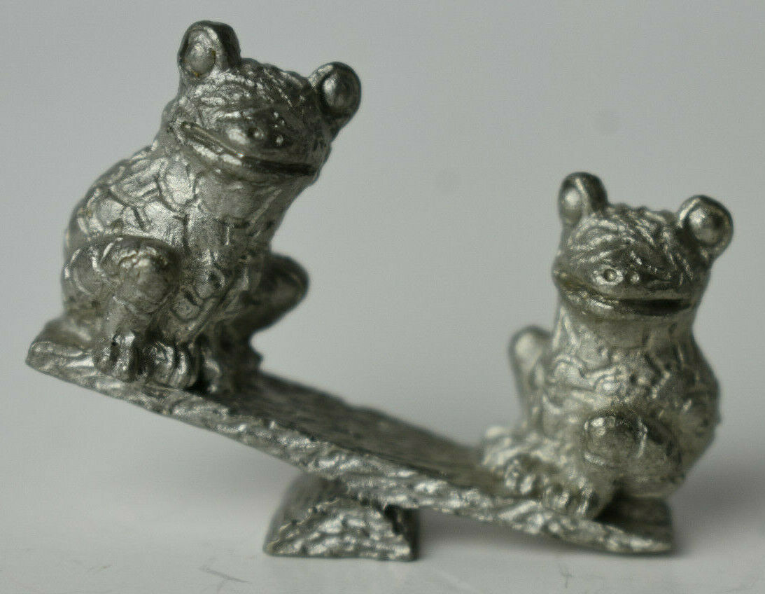 """Year 05 Courting FROGS Magnet  Figurine Signed By JOHN PERRY 2"""" tall By 5"""" Long"""