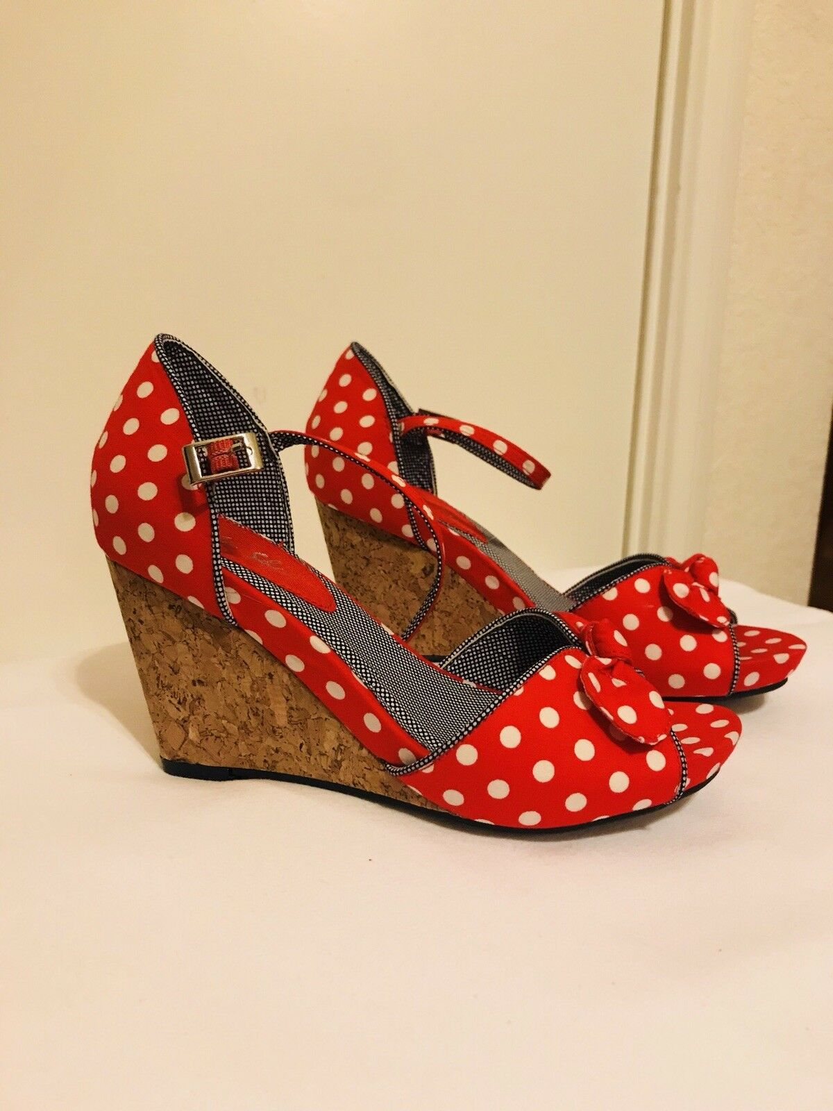 Claic style rosso  bianca  Polka Dot Wedges, Ruby Shoo Collection, Never Worn  nuovo sadico
