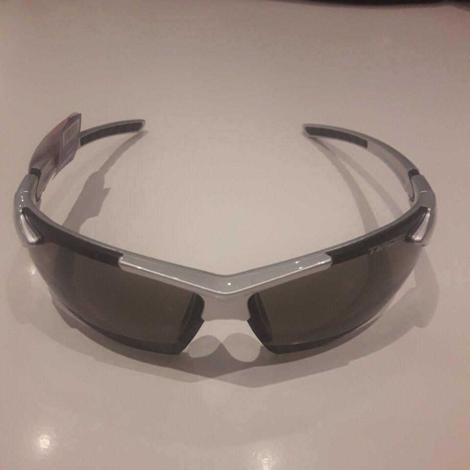 Briller, Tifosi, Jet Fc
