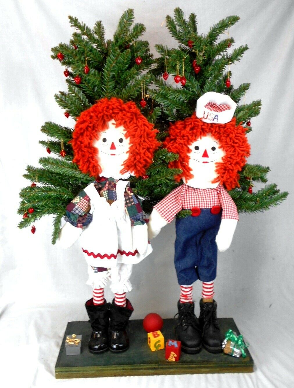 Huge OOAK Raggedy Ann & Raggedy Andy Figures at Christmastime
