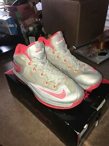 best service 544b3 e1a09 Image is loading Nike-LeBron-11-Low-034-Laser-Crimson-034-