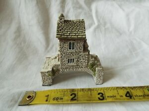 Lilliput-Lane-Cottage-BRIDGE-HOUSE-MINT-WITH-BOX-amp-DEEDS