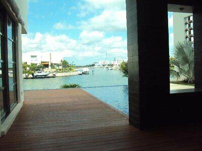 Residencia amplia en Villa Novo , Puerto Cancun con estupenda vista a canal de navegación