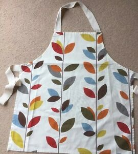Apron Hand Made Quality Thicker Cotton Ladies Coloured Leaf Design Wide Webbing - CAMBRIDGE, Cambridgeshire, United Kingdom - Apron Hand Made Quality Thicker Cotton Ladies Coloured Leaf Design Wide Webbing - CAMBRIDGE, Cambridgeshire, United Kingdom