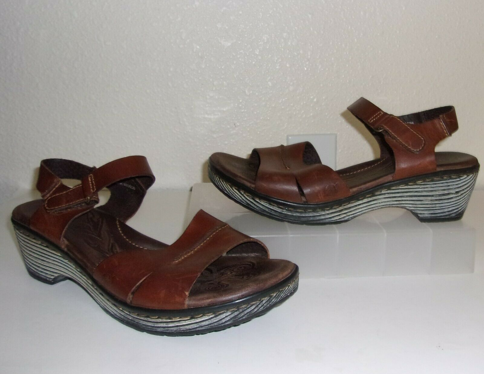 Born Brown Leather w  Whitewash Wood-Look Outersole Sandals Size 9 shoes