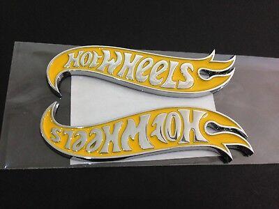 NEW Hot Wheels LH /& RH Fender Emblems Badge Blue /& Chrome For Mustang Camaro