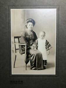 c1910-Antique-JAPANESE-Photograph-MOTHER-amp-CHILD-Shaved-Head-KIMONOS-Japan-Photo