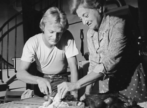 Photo Claude François et sa mère au Moulin de Dannemois  format 10x15 cm n2134