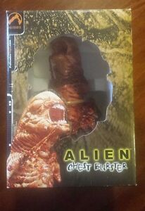 Palisades-ALIEN-CHEST-BURSTER-bust-statue-Aliens-Predator