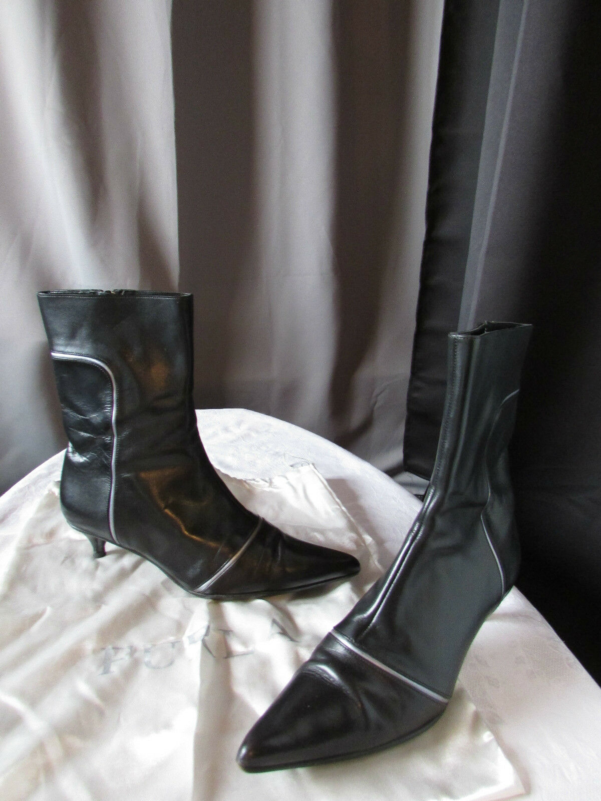 Bottines furla cuir black liseré silveré pointure 39,5