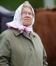 Queen Elizabeth II 10 x 8 UNSIGNED photo - P1014 - Looks like rain!!!!