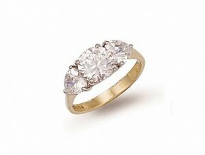 Oro-Amarillo-Anillo-De-Compromiso-3-Piedras-Trilogy-Mujer-Con-Contraste