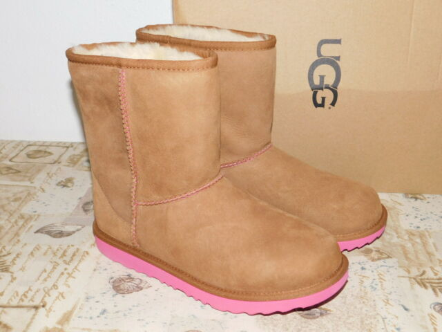 7a753e3a971 NEW KIDS GIRLS SIZE 6 CHESTNUT PINK AZALEA UGG CLASSIC II SUEDE SHEEPSKIN  BOOTS