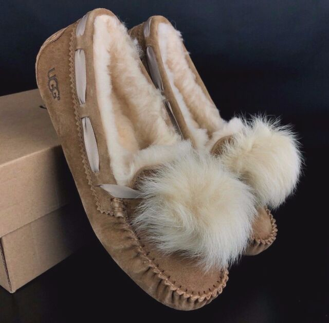 7eda1d2f144 UGG Womens Dakota Pom Pom SLIPPER 1019015 Chestnut Size 10