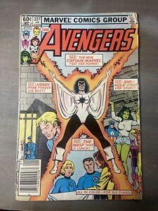 Marvel Comics The AVENGERS #227 New Captain Marvel She-Hulk Iron Man Wasp