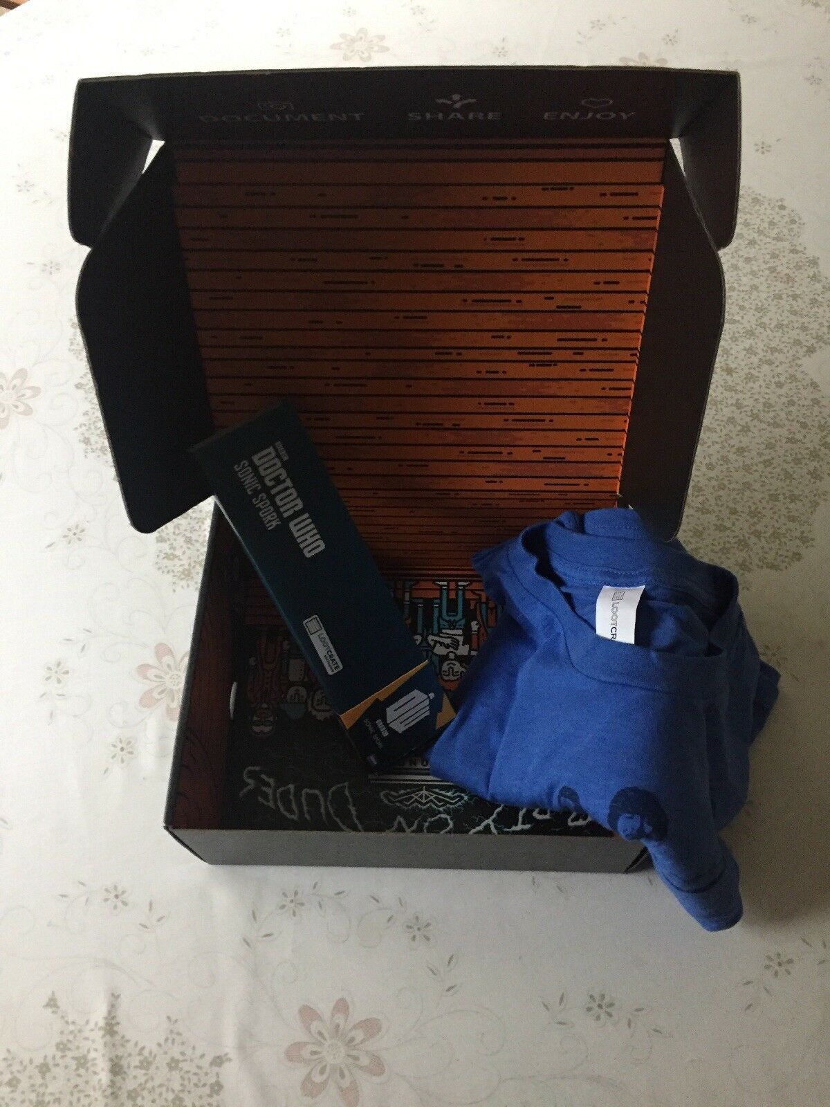 Lootcrate Time Crate - October 2015 - Incomplete - Bill & Ted T-Shirt - Dr. Who