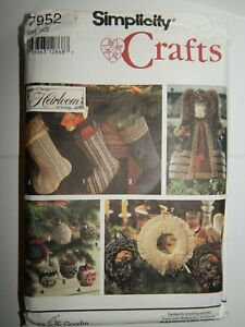 Stockings-Ornaments-Holiday-Christmas-Sewing-Pattern-7952-Simplicity-Crafts-UC