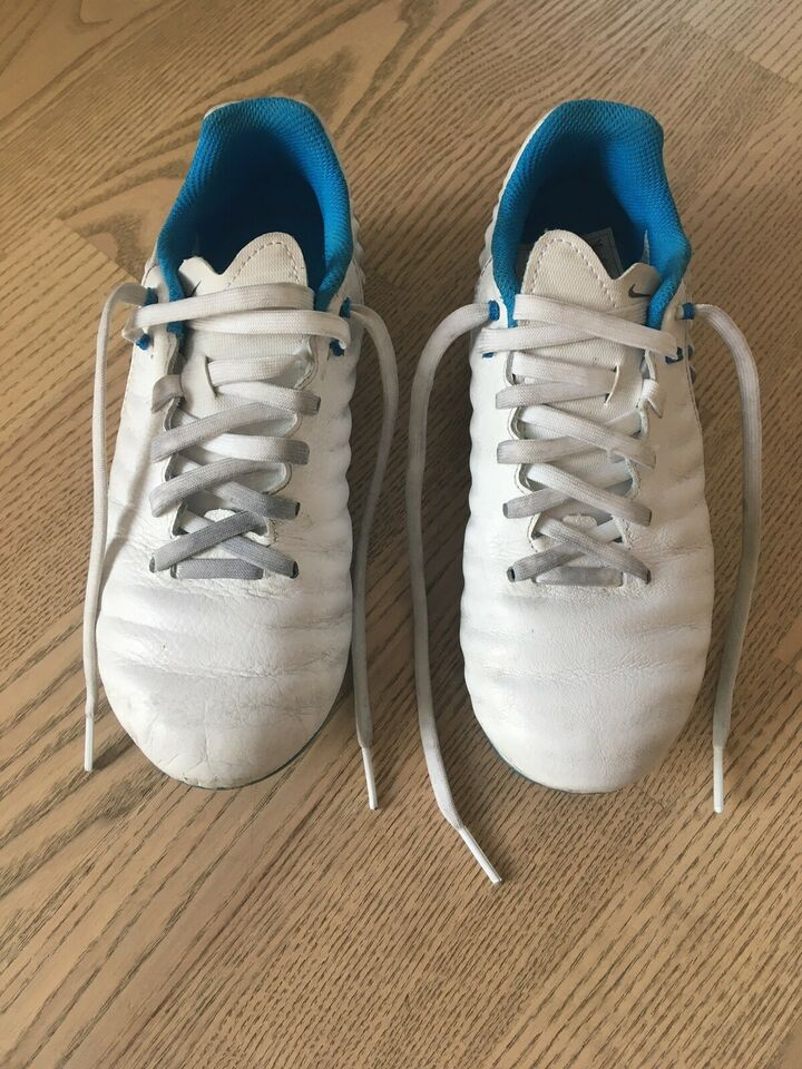 Fodboldstøvler, Nike, str. 33.5 – dba.dk – Køb og Salg af