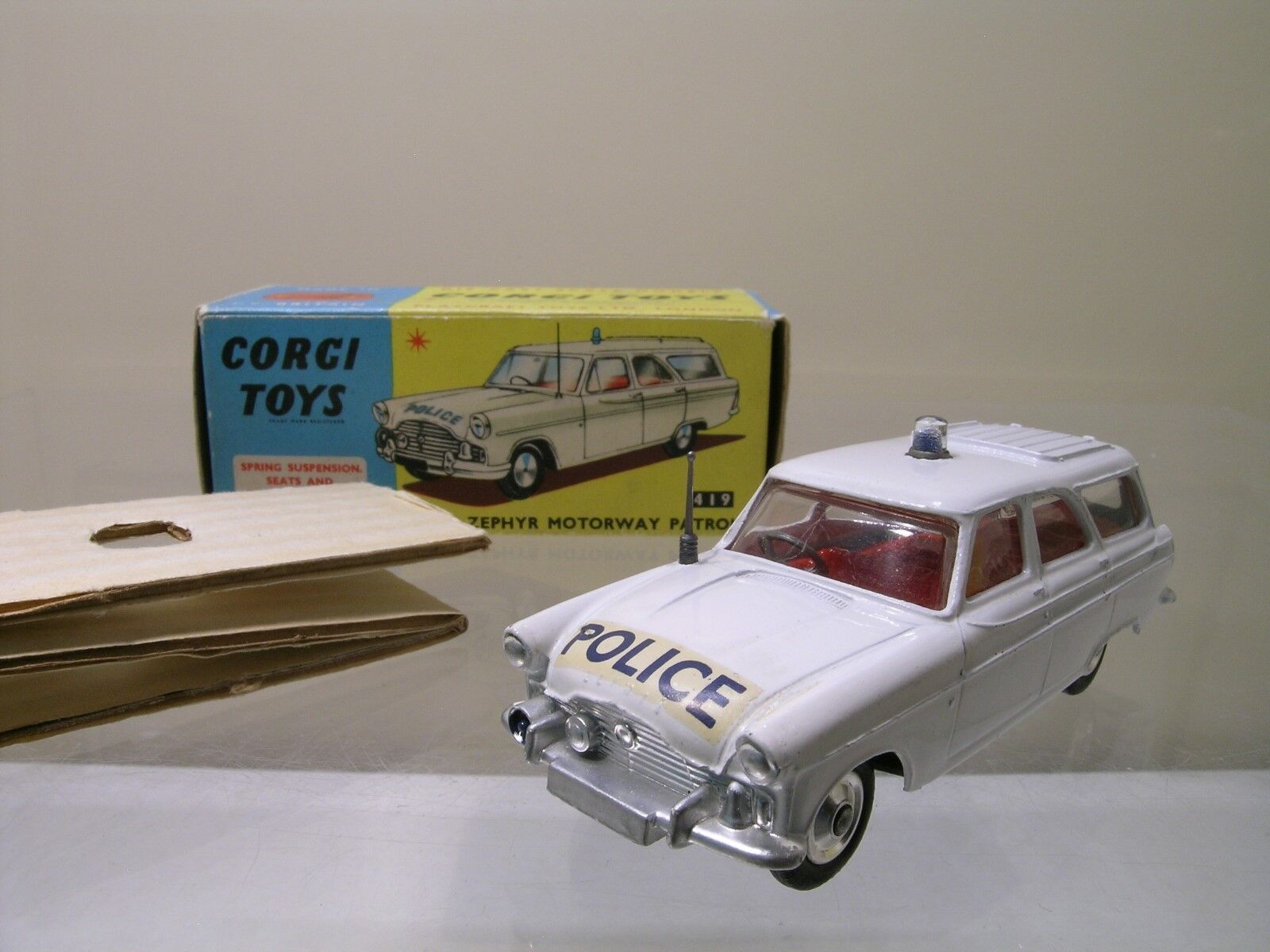 CORGI TOYS UK No.419 FORD ZEPHYR MOTORWAY PATROL POLICE + BOX SCALE 1 43