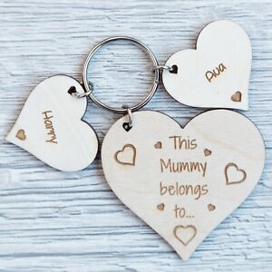 PERSONALISED-MOTHERS-DAY-GIFT-WOODEN-KEYRING-HEART-WORLDS-BEST-MUMMY-MUM-DAD-PLY