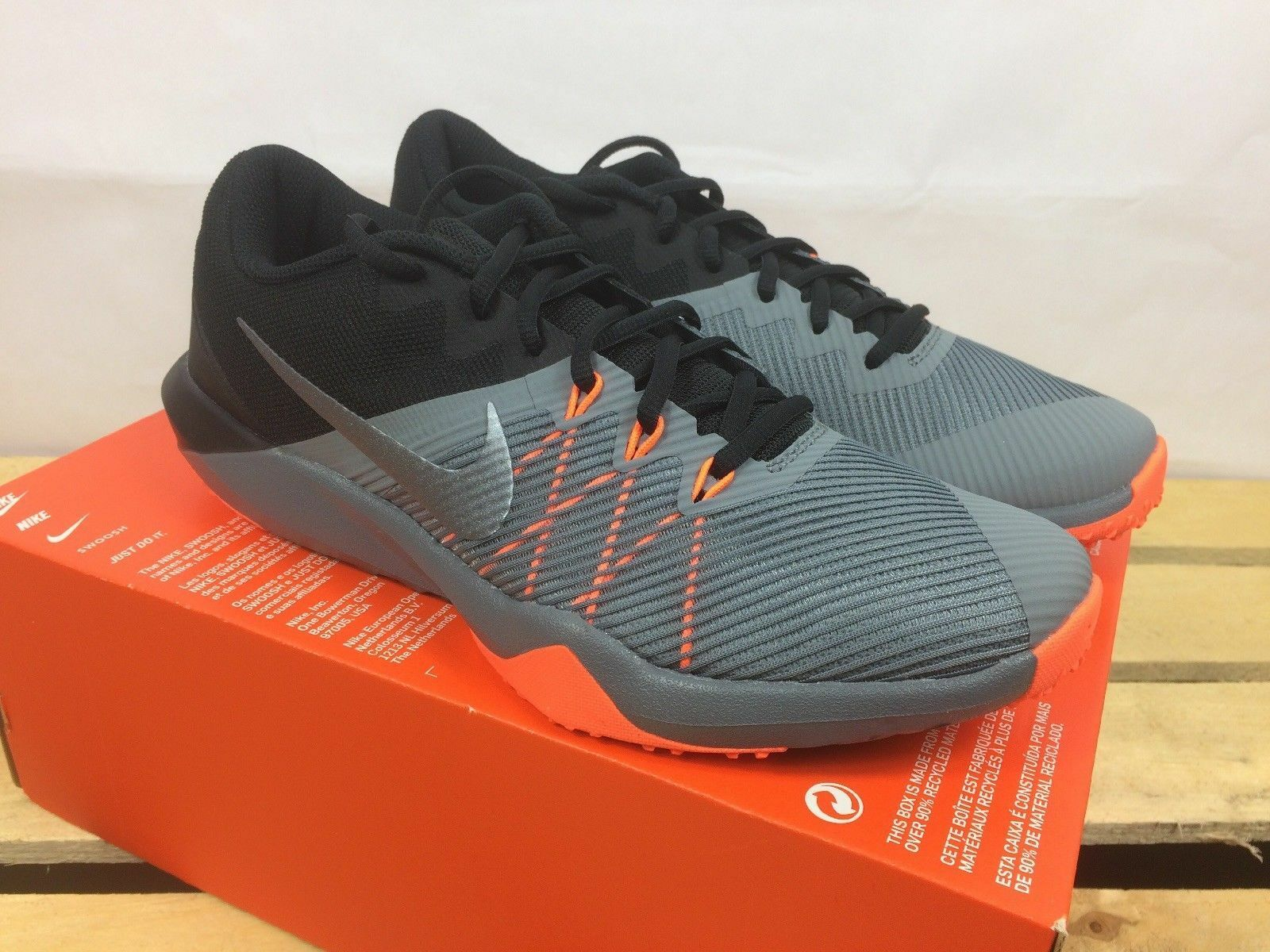 Nike Retaliation TR Mens 9.5 Cross Training shoes Cool Grey orange  917707-003