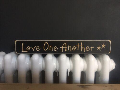 """Rustique gravé en BOIS SIGNE /""""LOVE ONE ANOTHER/"""" 30 cm"""