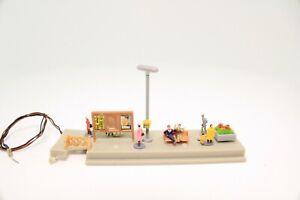 Spur-N-Bahnsteig-viele-Figuren-Beleuchtung-fertig-aufgebaut