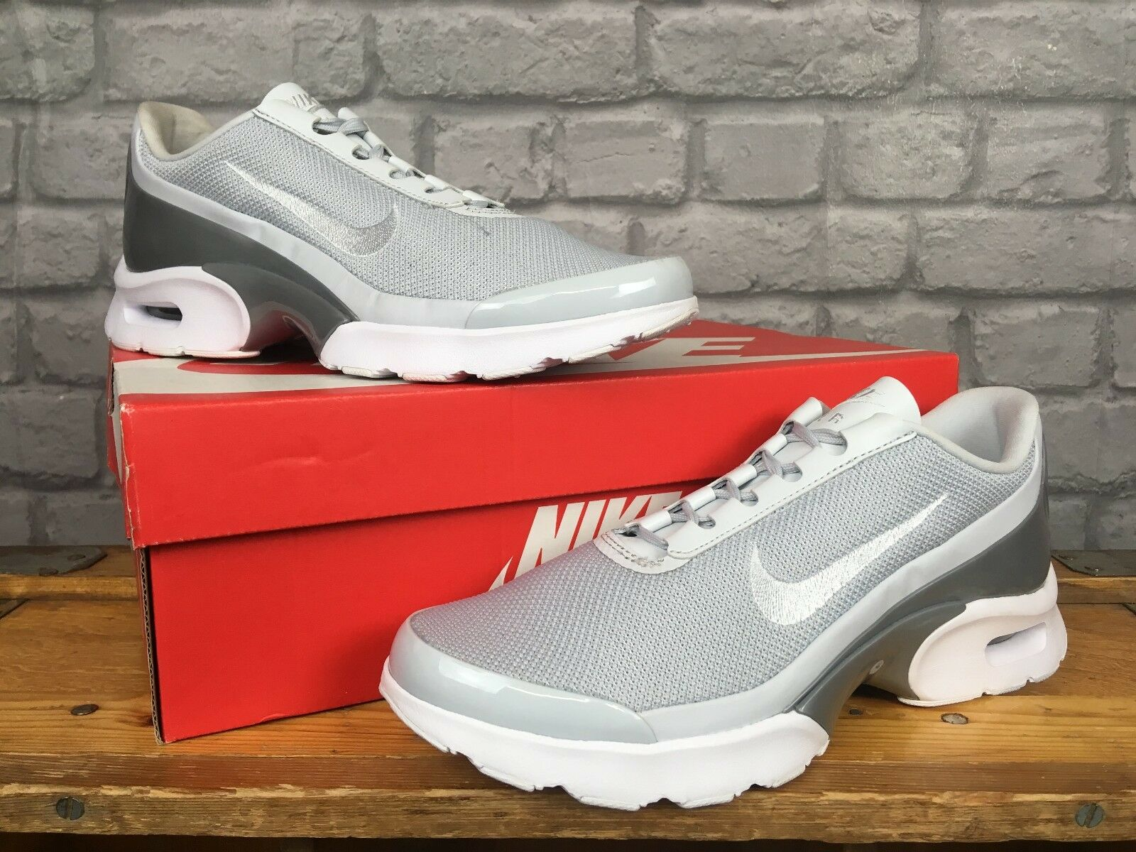 Nike Donna EU 40 Grigio Bianco JEWELL PRM   Da Ginnastica Rrp
